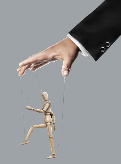 Los medios controlados por los poderes políticos y económicos